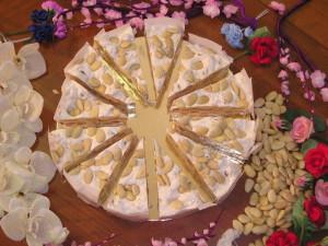 Art. 1004 Torta di torrone tenero kg. 2,2 mandorlatagr.2200 12 fette