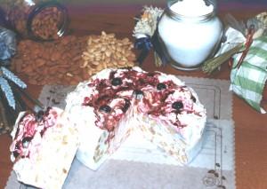 Art. 1010 Torta di Torrone ten. kg. 2,2 amarena dalba natale