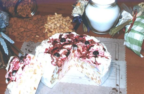 Art. 1010 Torta di Torrone ten. kg. 2,2 amarena