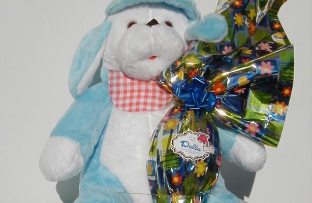 Art.718 uovo cioccolato gr.400 + peluche cane cappello