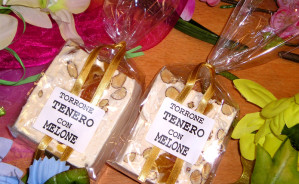 Art. 903 Cubetto gr.200 torrone tenero mandorla  – melone
