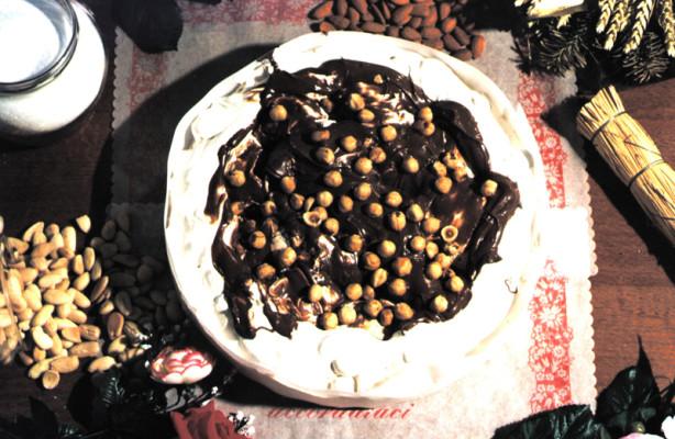 Art. 1013 Torta di torrone ten. kg.2,2 nocciolata