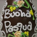 uovo+cioccolato+ decorato+ dalba+pasqua ,